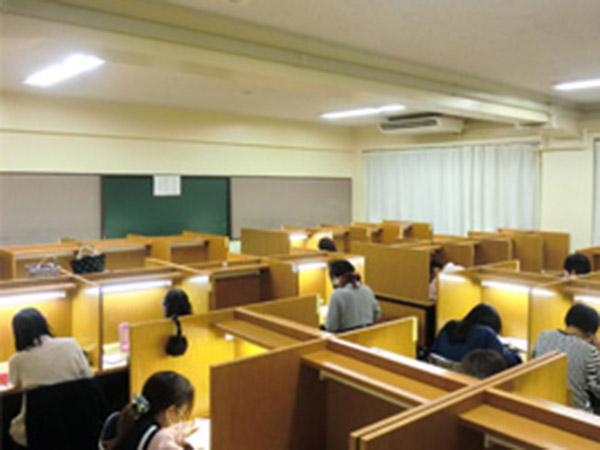 2号館(高校校舎内の自習室)